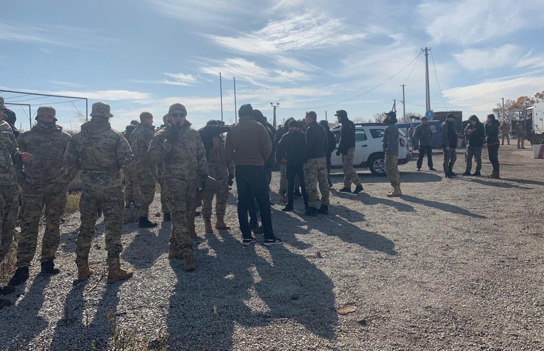 Появилось видео конфликта силовиков с Нацкорпусом на Донбассе