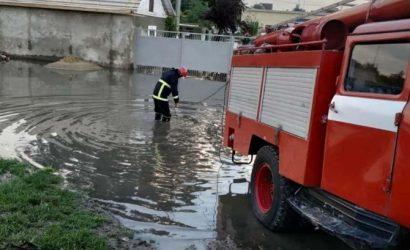 В четырех городах Одесской области устраняют последствия наводнения