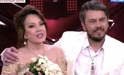Певица Азиза собралась замуж за итальянца на 16 лет моложе нее