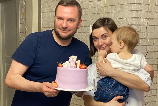 Телеведущая Анна Панова впервые показала лицо годовалой дочери