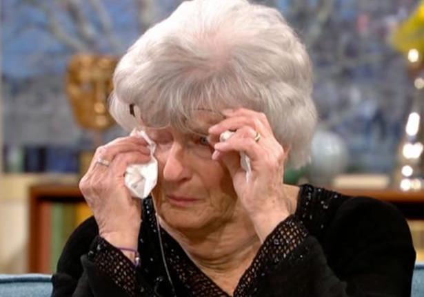 89-летнюю британку уволили из больницы за незнание компьютера — она выиграла суд против работодателя