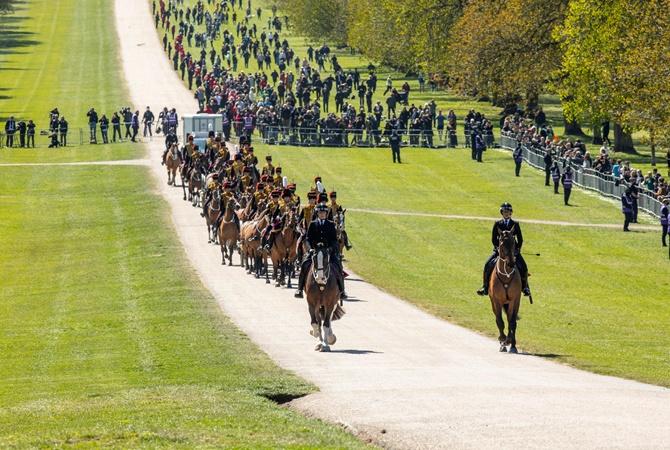 Принц Чарльз, герцоги Кэтрин и Уильям заранее приехали на похороны принца Филиппа