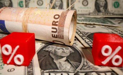 Курс валют на сегодня: доллар и евро стремительно падают