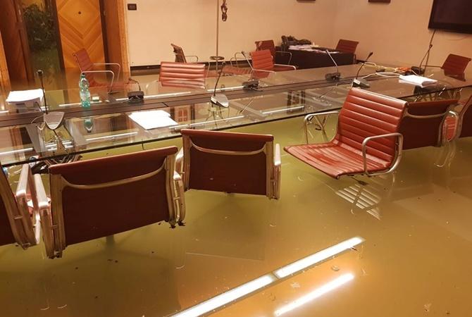 Парламент Венеции затопило после отказа от поправок о борьбе с изменением климата