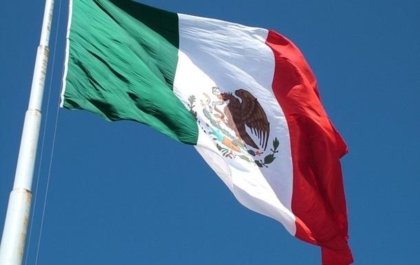 В Мексике мера города привязали к машине и проволокли по улице
