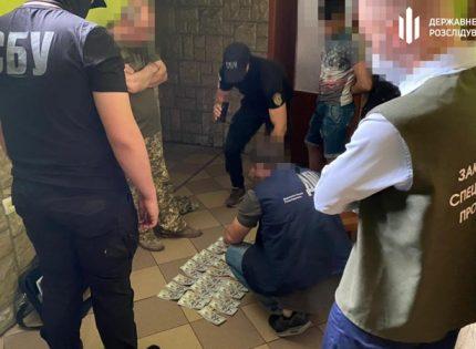 На Закарпатье задержали военкома, вымогавшего деньги с призывников