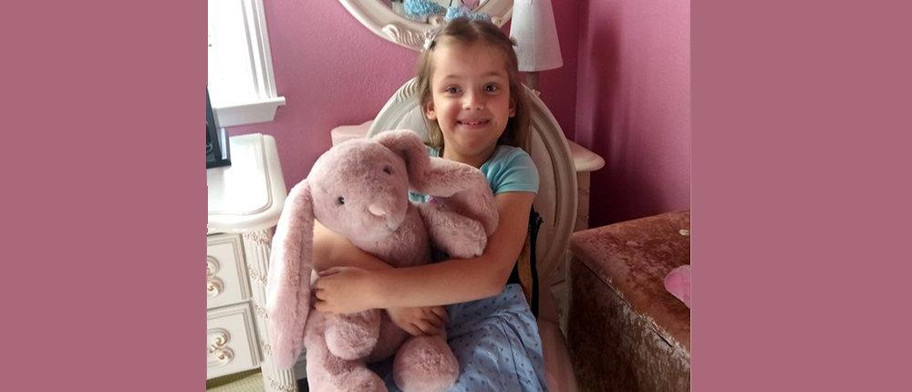 Отказ матери, детдом, война: 10-летнюю Люду из Донецка удочерили американцы