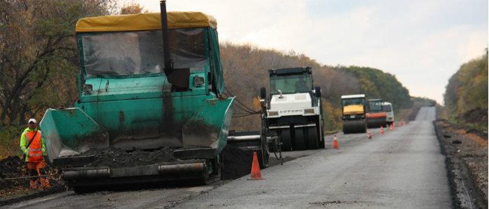На Луганщине ремонтируют трассу, ведущую в Харьковскую область (Фото)