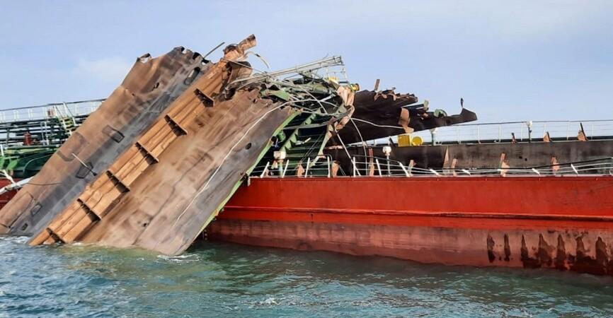В Азовском море на месте крушения российского танкера обнаружили останки людей