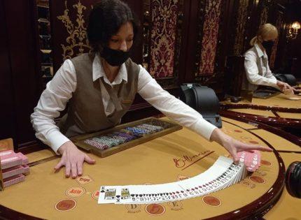 Поиграть и попробовать сигару Черчилля: Billionaire Casino новый туристический магнит столицы