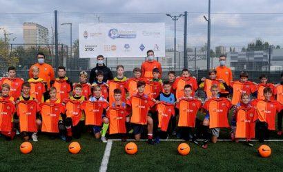 Футболисты «Шахтера» провели тренировку с детьми-переселенцами (Фото)