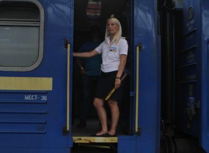 «Укрзалізниця» отменяет остановку поездов на станциях в «красной зоне»