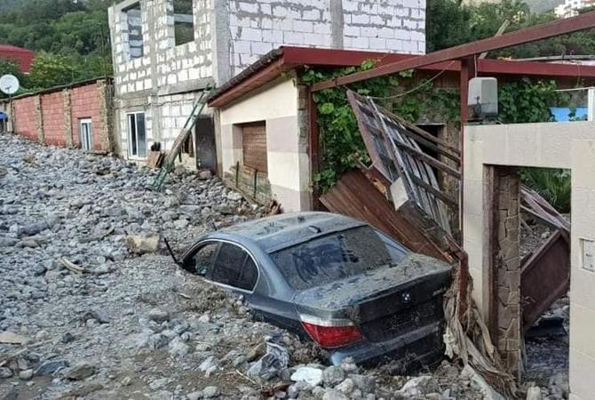 Ялта после наводнения: пригород засыпан строительными отходами, центр – в грязи и мусоре