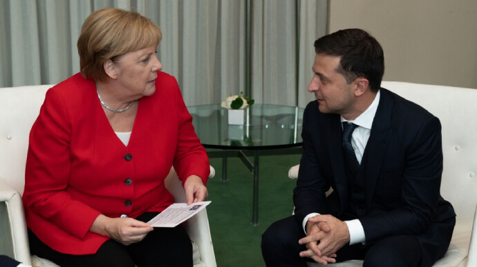 Зеленский рассказал Меркель о ситуации на Донбассе