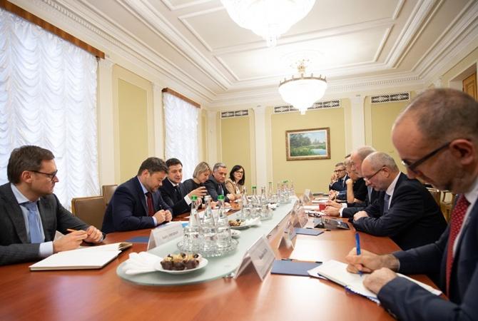 Зеленский рассказал послам G7 о непопулярных законах