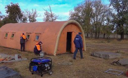 В палатке с температурой – самое то: В «ДНР» показали уличный «ковид»-госпиталь (Фото)