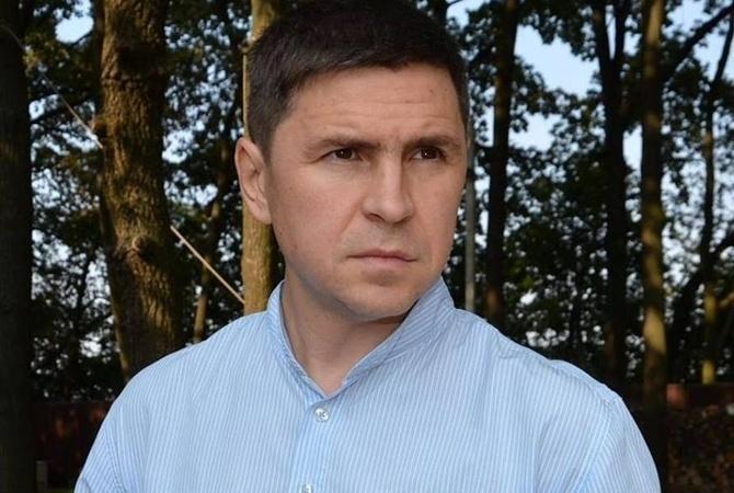 Подоляк о заявлениях Козака: Украинская армия готова к любому развитию событий, но дипломатический путь — в приоритете
