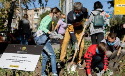 Фонд Рината Ахметова заложил в Запорожье аллею роз «Голоса Мирных» (Фото)