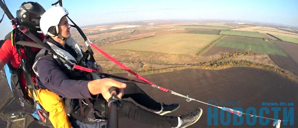 Женщины смелее мужчин: Над зоной ООС можно полетать на параплане (Фото, видео)
