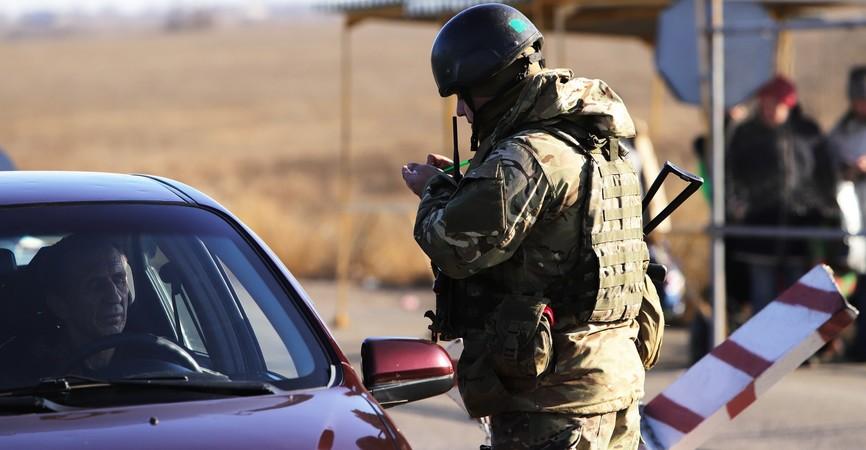 КПВВ Донбасса: Через линию разграничения пытались провезти радиостанции