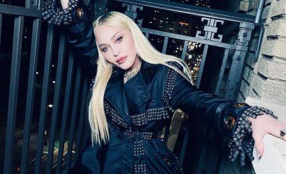 Мадонна в полупрозрачном боди устроила откровенную фотосессию на балконе