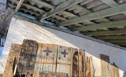 Жители Черниговщины: Священник молился на стену больницы, но никто не думал, что там — иконы