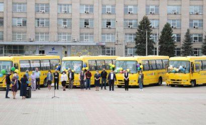 На Луганщине 4 учебных заведения получили школьные автобусы (Фото)