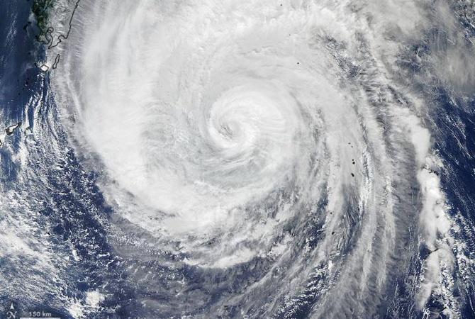 Перед тайфуном «Хагибис» небо над Японией стало фиолетовым