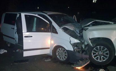 Страшное зрелище: В «ЛНР» столкнулись Mercedes и Toyota, 7 человек в больнице (Фото)