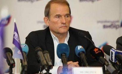 Охрана Медведчука не дает следователям вручить депутату подозрение