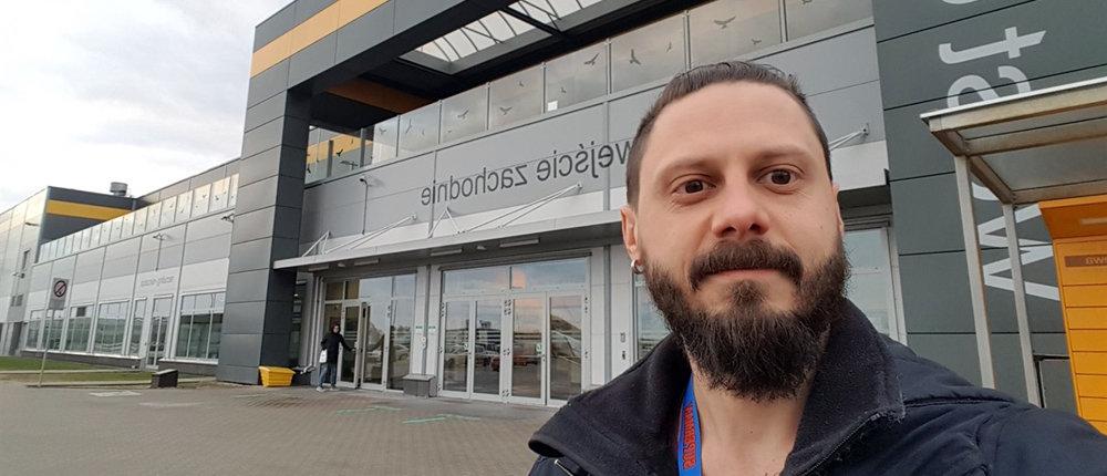 По 10 часов в день: Житель Донецка рассказал, как работал в Польше на Amazon