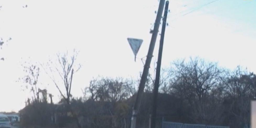 В Лисичанске улица «пьяных фонарей» пугает жителей (Видео)