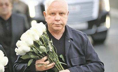 Борису Моисееву — 67. Певец ждет звонка от Пугачевой и накормит гостей оливье и мандаринами