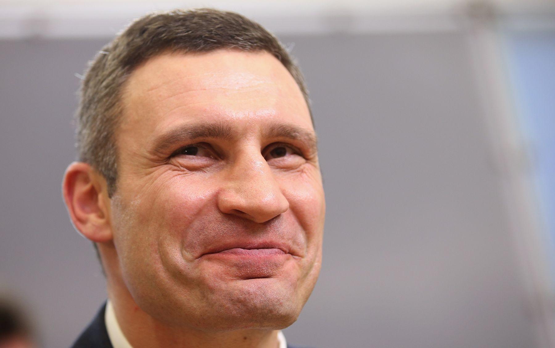 18 депутатов Киевсовета попросили Зеленского уволить Кличко