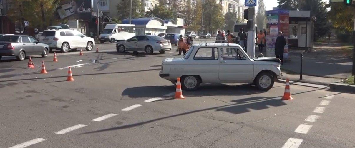 В Луганске после ДТП на перекрестке госпитализированы два человека (Фото)