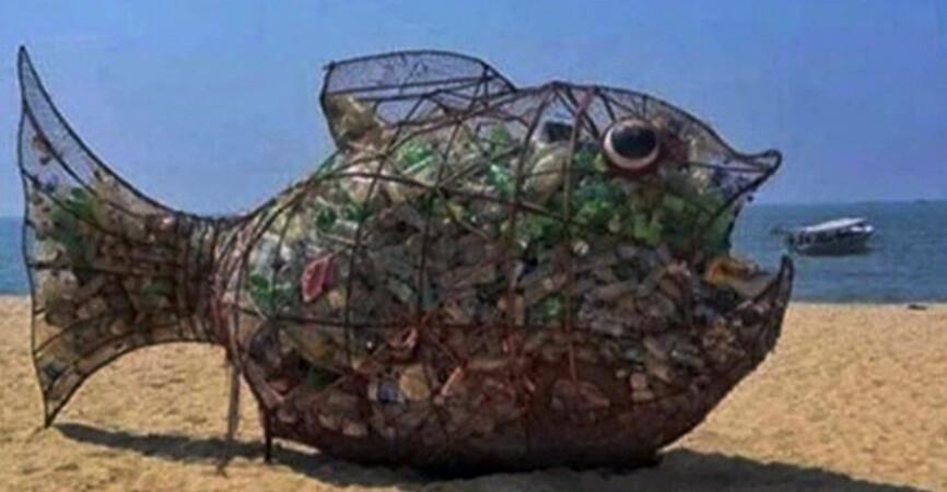 «Покормить» и «порисовать» пластиком: На Азовском побережье активисты учат сортировке мусора (Фото)