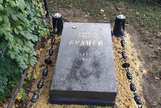 В Харькове фейковую могилу большевика Руднева перенесли на кладбище