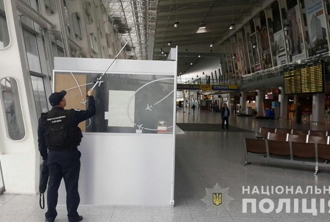 В восьми городах ищут бомбы в аэропортах, вокзалах и гостиницах