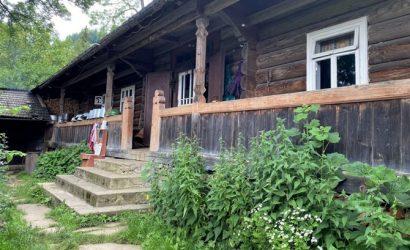 Хозяин уникальной гуцульской хаты-гражды: К соседу надо идти на другой конец горы