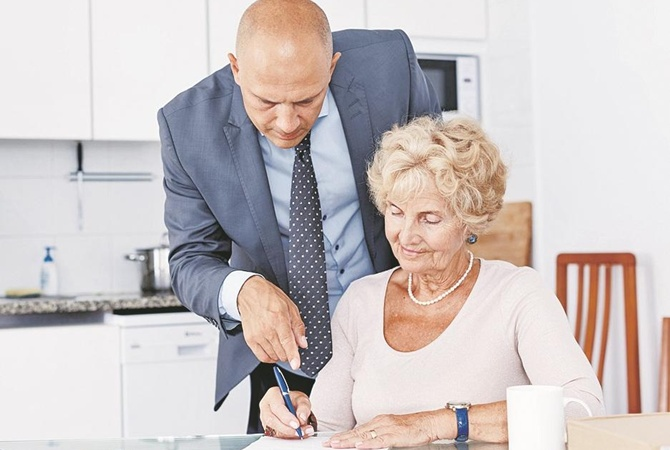 Почему старики попадаются на удочку аферистов