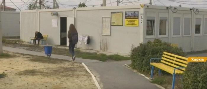Некуда идти: Переселенцам не продлили договор на проживание в модульном городке Харькова
