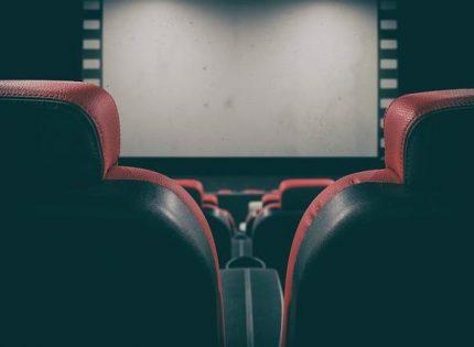 В Мехико женщины обвинили в домогательствах сотрудника кинотеатра из-за просьбы опустить ноги