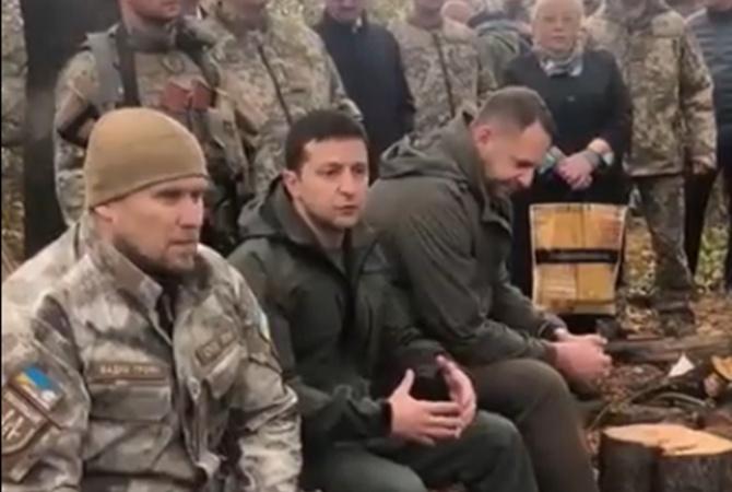 «Я не лох какой-то»: о чем Зеленский говорил с добровольцами в Золотом