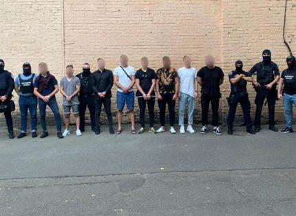 В Киеве задержали банду, которая грабила иностранцев в барах-ловушках в центре столицы