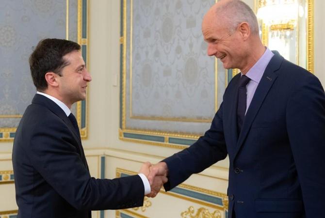 Зеленский обсудил с главой МИД Нидерландов сбитый на Донбассе «Боинг»