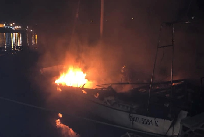 В Одесской области на причале сгорела яхта депутата