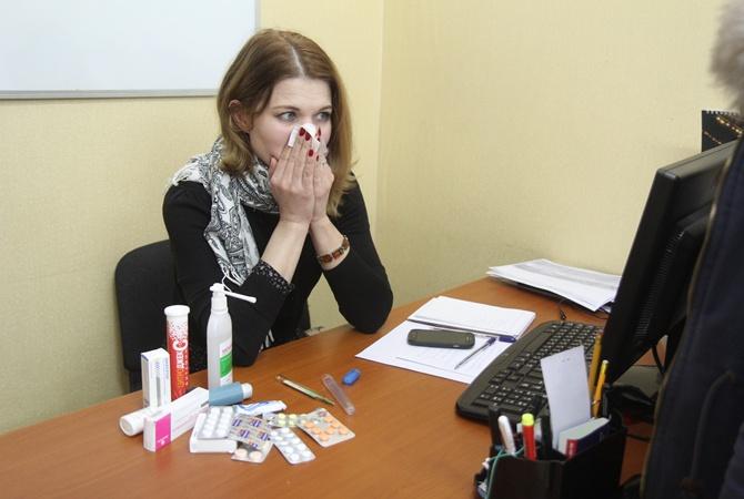 Как пережить простуду: чеснок не ешь, но в шарф закутайся