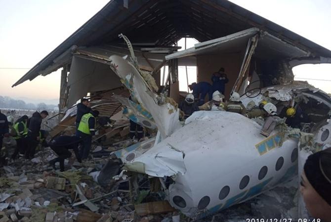 Специалисты назвали основную версию крушения самолета Bek Air в Казахстане