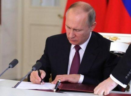 Путин подписал закон о заморозке цен на лекарства в случае эпидемии