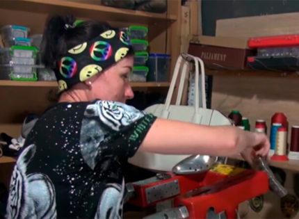Супер необходимые услуги: В Бахмуте супруги-переселенцы занялись ремонтом и пошивом обуви (Видео)